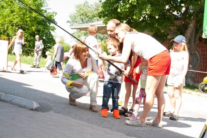 Miljöpartiet de gröna i Nacka ordnade fiskdamm på Orminge Karneval med Isabella Lövin